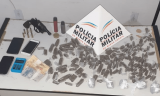 PM apreende maconha e revólver em Serra dos Aimorés